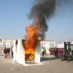 Das Bild zeigt einen Brandversuch mit Gipskarton