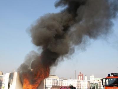 Enorme Flammenentwicklung über 1000 Grad Celsius im Brandherdzentrum.