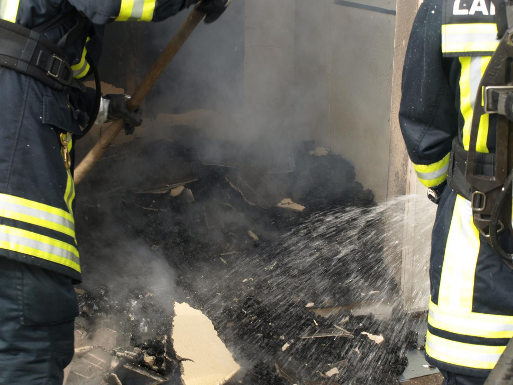 Langenhagen-in-Flammen-Einsatz-der-Feuerwehr